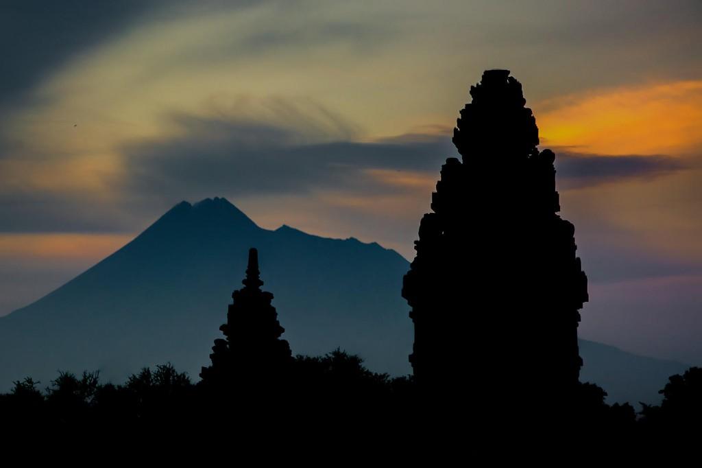 Lamun Huwus Kalah Nusantara, Hingsun Hamukti PALAPA